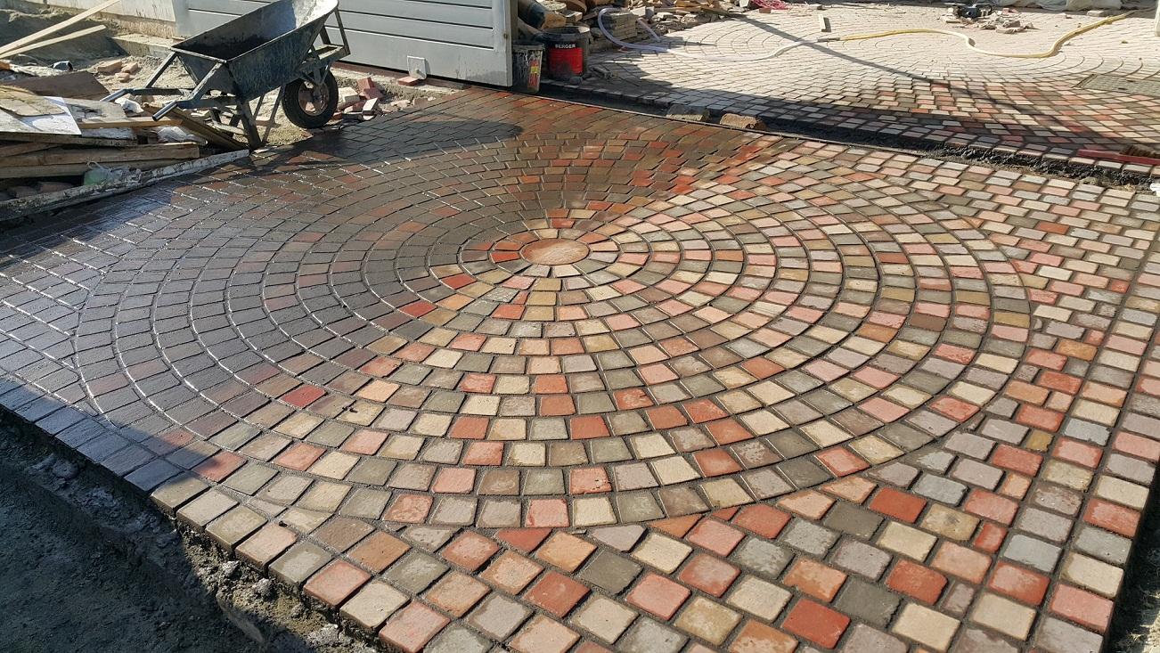 Circle paving tiles pak clay tile pakistan for Tile driveway